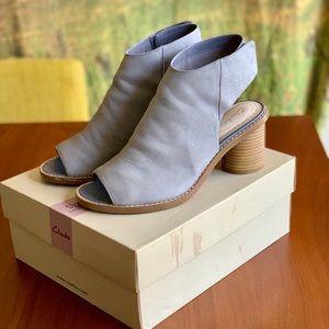 Clark's Glacier Charm Peep toe sandals 8 1/2 M